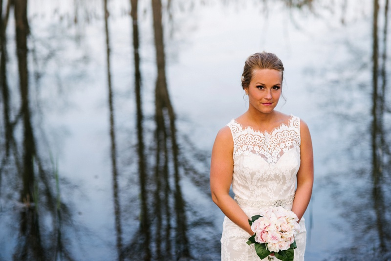 knotty-pine-lodge-bridal-portrait