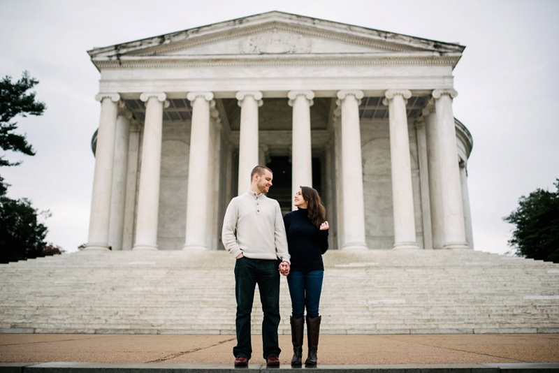 engagement photo jefferson memorial
