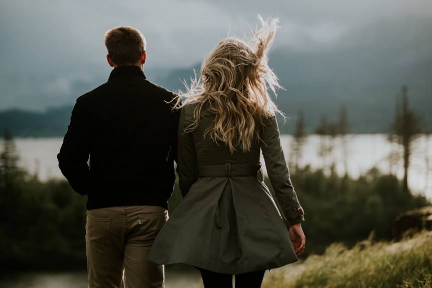 columbia-river-gorge-engagement-photographers