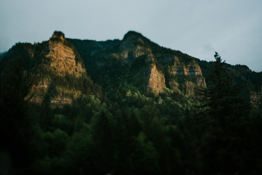 columbia river gorge engagement photo