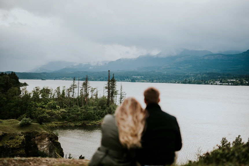 engagement session photo on the columbia river gorge